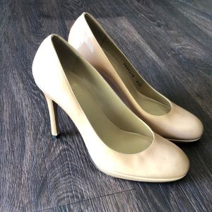 Nude Patent Learher Pumps